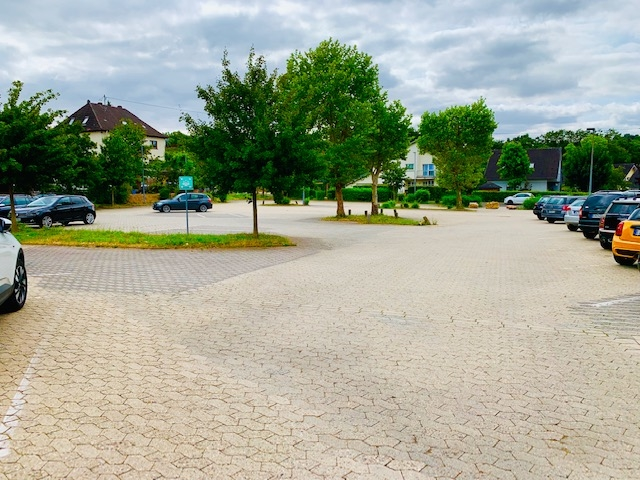 viele Parkplätze