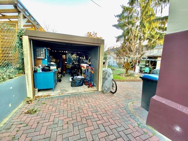 Garage und Garten