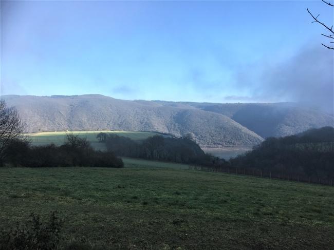 Landschaft bei Nebel