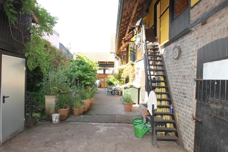 Zugang Haupthaus über Innenhof