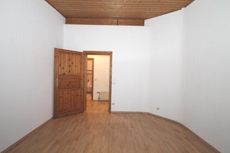 Erstes Schlafzimmer Bild 2