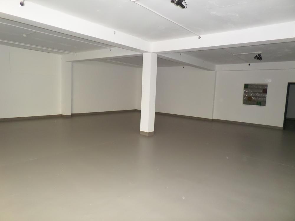 Lager oder Verkaufsfläche UG