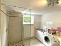 Waschküche mit Dusche