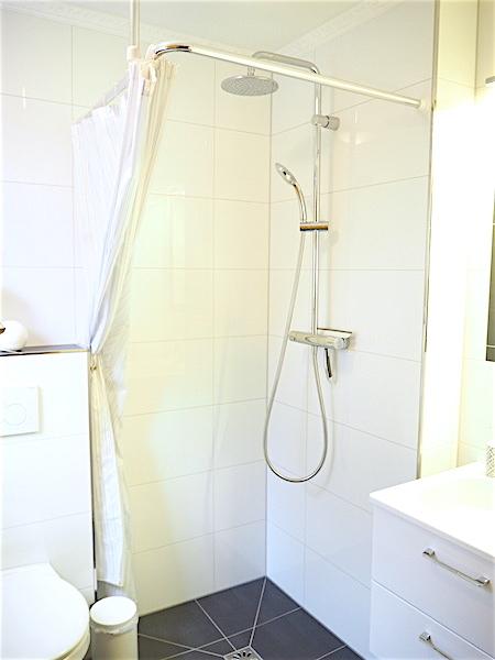 mit bodengleicher Dusche
