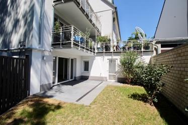 Terrase und kl. Gartenfläche