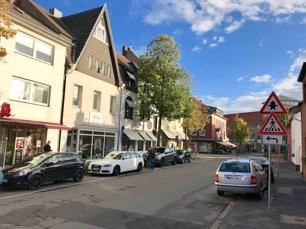 Haus- und Strassenansicht