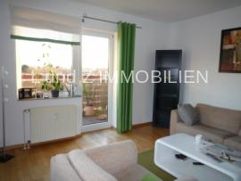 Wohnzimmer+ Zugang Balkon