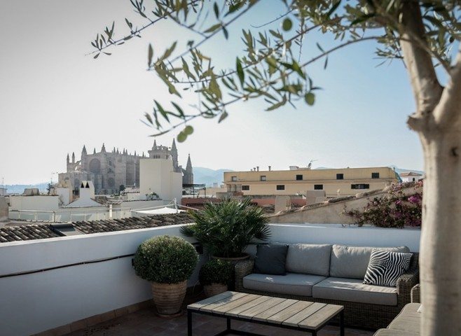 penthouse-with-character-in-an-exclusive-old-town-location-with-private-terrace-and-sea-view.1_l