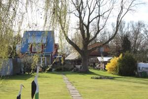 3 Häuser auf großem Grundstück