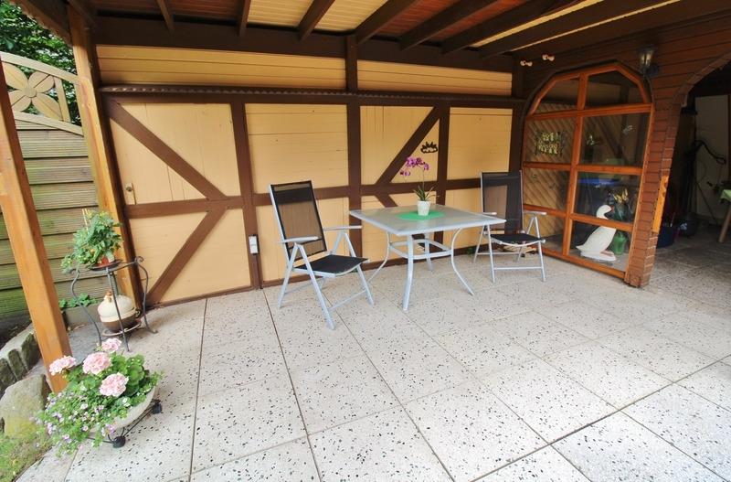 ... weitere Terrasse mit Überdachung