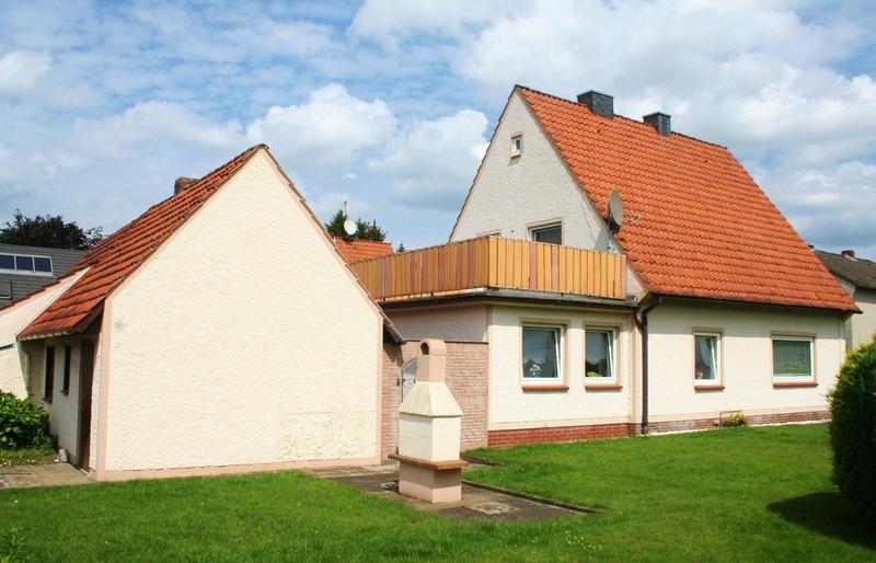 Haus mit Nebengebäuden