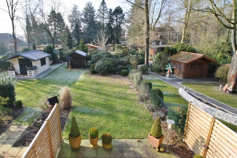 ...mit tollem Blick in den Garten!