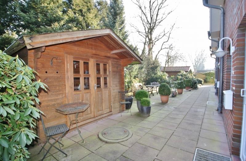 Hauseingang mit Gartenhaus