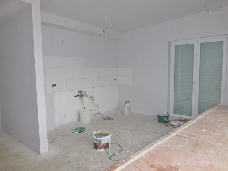 Wohn- und Essbereich mit offener Küche 2. OG links