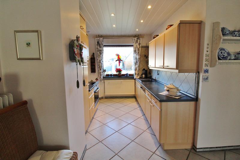 Offener Küchenbereich mit Abstellraum...