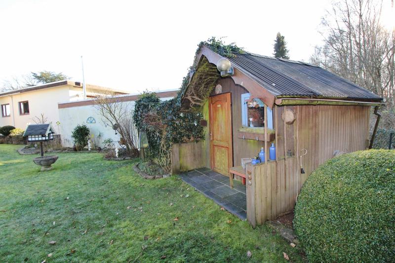 Zwei Gartenhäuser...