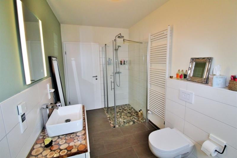 ...und ebenerdiger Dusche!