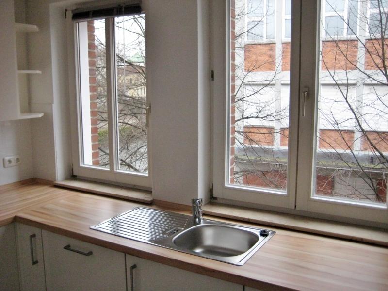 ...mit moderner Einbauküche