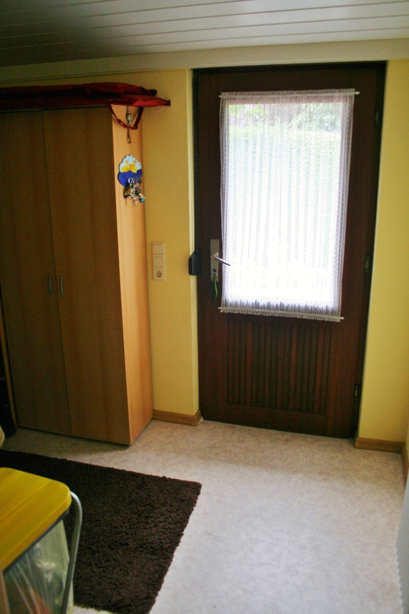 ...Vorratsraum mit Zugang zur Terrasse