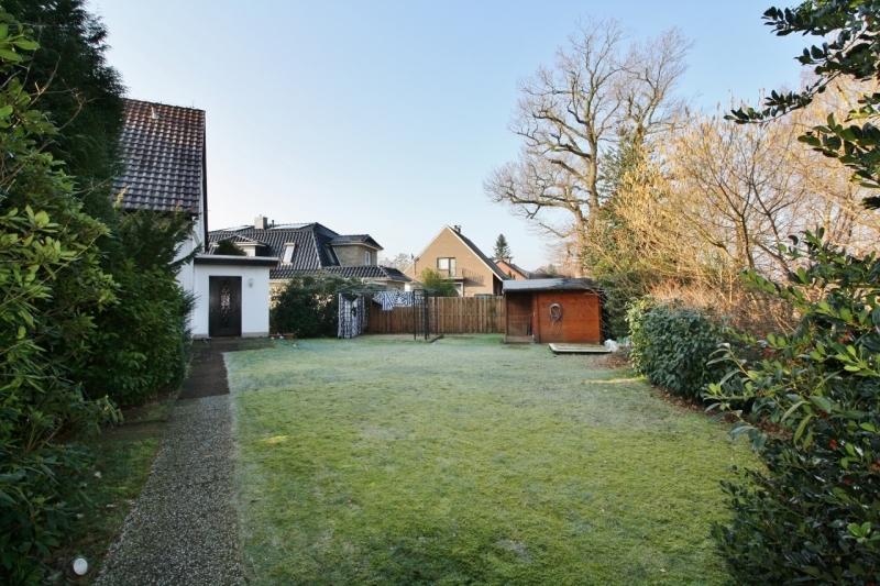 Hauseingang und Garten...