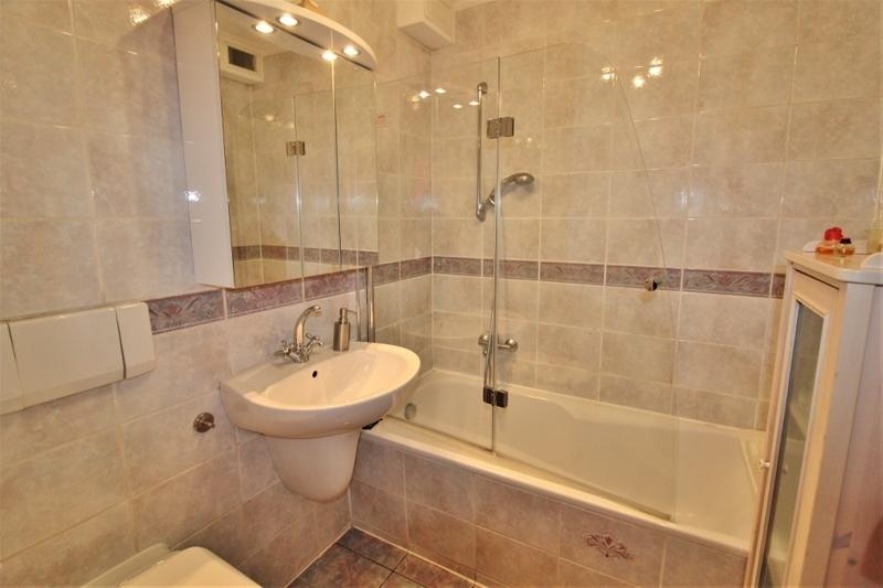 Bad mit Wanne – Obergeschoss