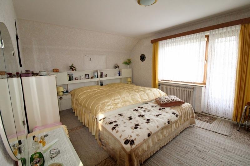 Schlafzimmer mit Zugang zum Balkon - Vorderes  Haus