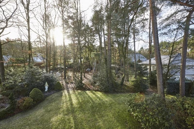 ...mit wunderschönem Blick in den Garten!