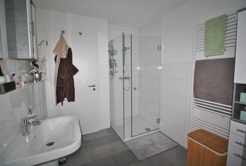 ...mit bodengleicher Dusche
