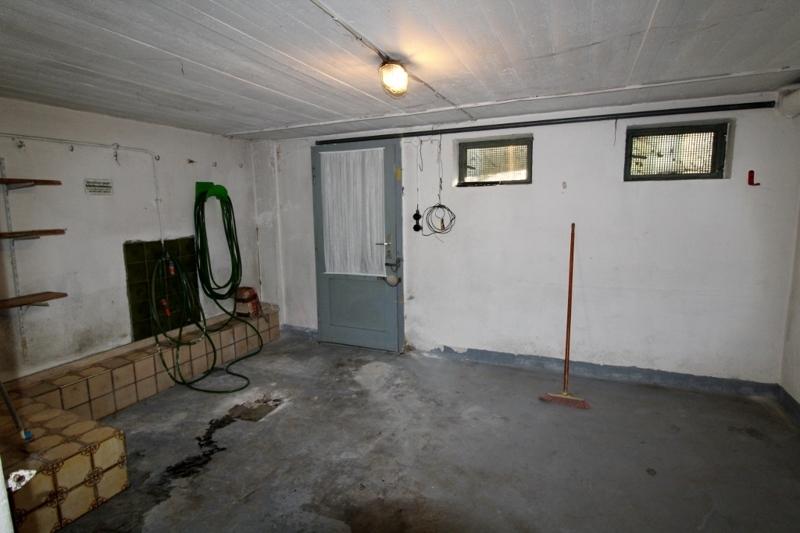 Kellerraum mit Zugang in den Garten
