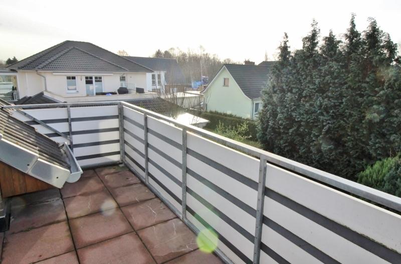 ...mit Balkon und...