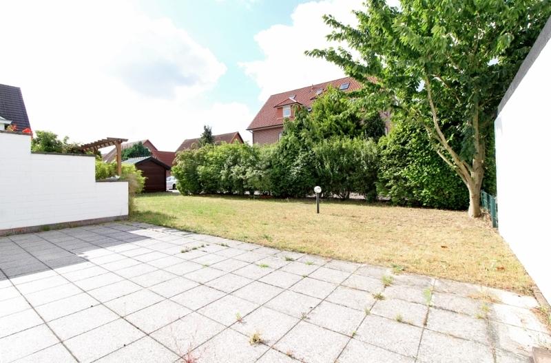 schönem Blick auf die Terrasse und Garten
