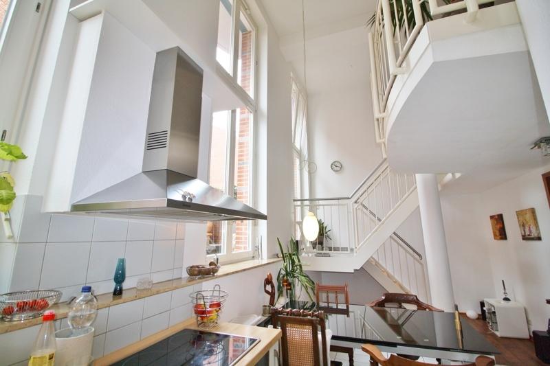 Blick von der Küche zur Galerie