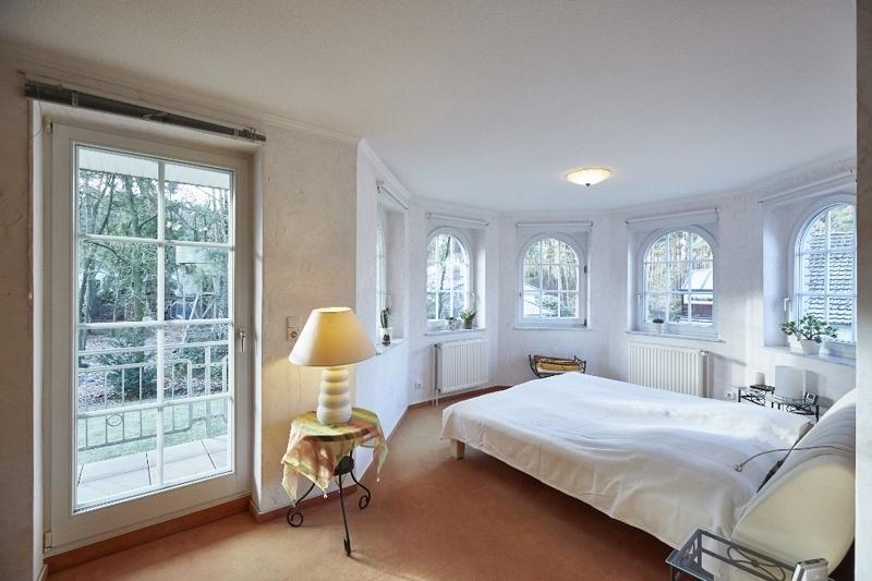 Schlafzimmer mit Loggia und ...