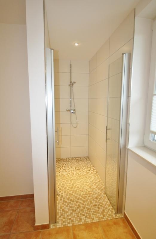 ... mit extra großer Dusche