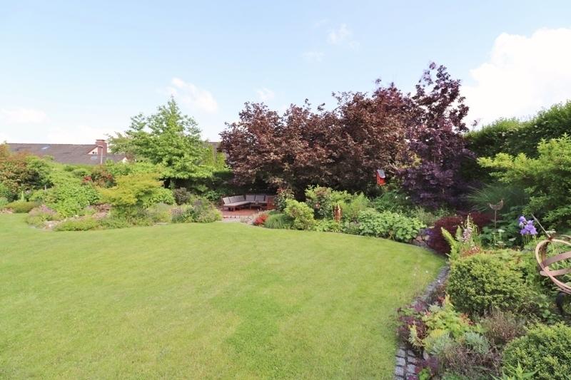 und den Garten mit Südausrichtung