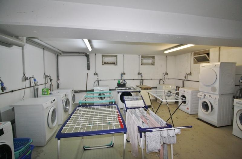 gemeinschaftlicher Wasch- und Trockenraum