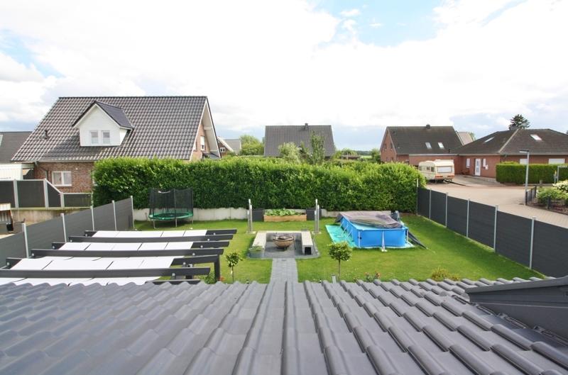 Blick vom Obergeschoss in den Garten