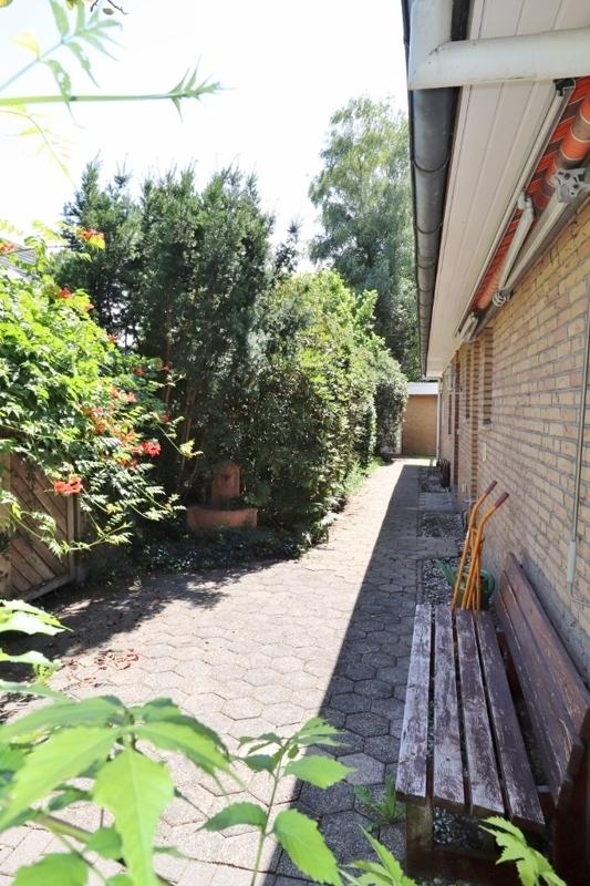 Kleiner Terrassenbereich am Hauseingang
