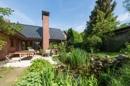 Terrasse und Gartenteich