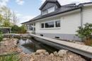 Außenanlage mit Teich