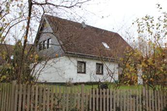 Haus Seitenansicht Strasse1
