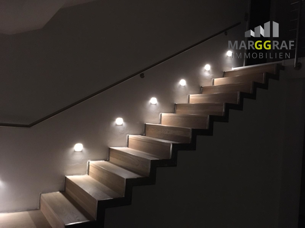 beleuchteter Treppenaufgang