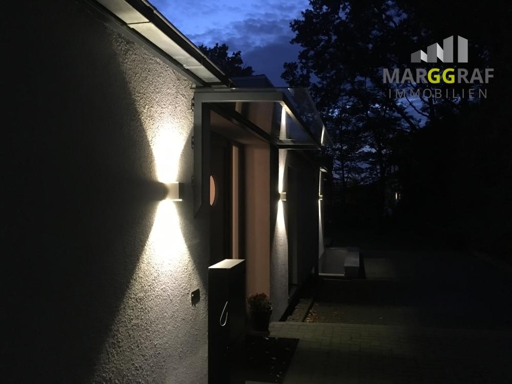 beleuchteter Eingang