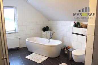 Badezimmer_Wanne und WC