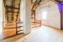 Platzreserve oder baldiges Kinderparadies? Dieser tolle Spitzboden kann mit viel Liebe und Fantasie schon bald neue Wohnträume erschaffen.