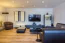 Der Boden: ein Traum! Das Lichtkonzept: gemütlich! Die Größe: zu schön um wahr zu sein! Ihr neues Wohnzimmer zeigt, was in ihm steckt.