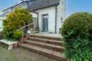 Vom Wohnzimmer führt eine kleine Terrasse ab, auf der Sie schon bald laue Sommerabende verbringen können.