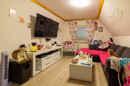 Platz ist selbst im kleinsten Raum. Das stellt das süße Wohnzimmer im Dachgeschoss perfekt unter Beweis.