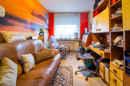 Tür zu und Ruhe! Das Arbeitszimmer ist länglich angelegt und kann auch als Ankleideraum oder Kinderzimmer genutzt werden.
