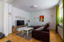 Wenn Gemütlichkeit einen Platz in diesem Haus braucht, dann wird es dieser sein: Das urige Wohnzimmer Ihres neuen Zuhauses.